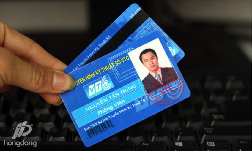In thẻ nhân viên hỗ trợ quản lý nhân sự
